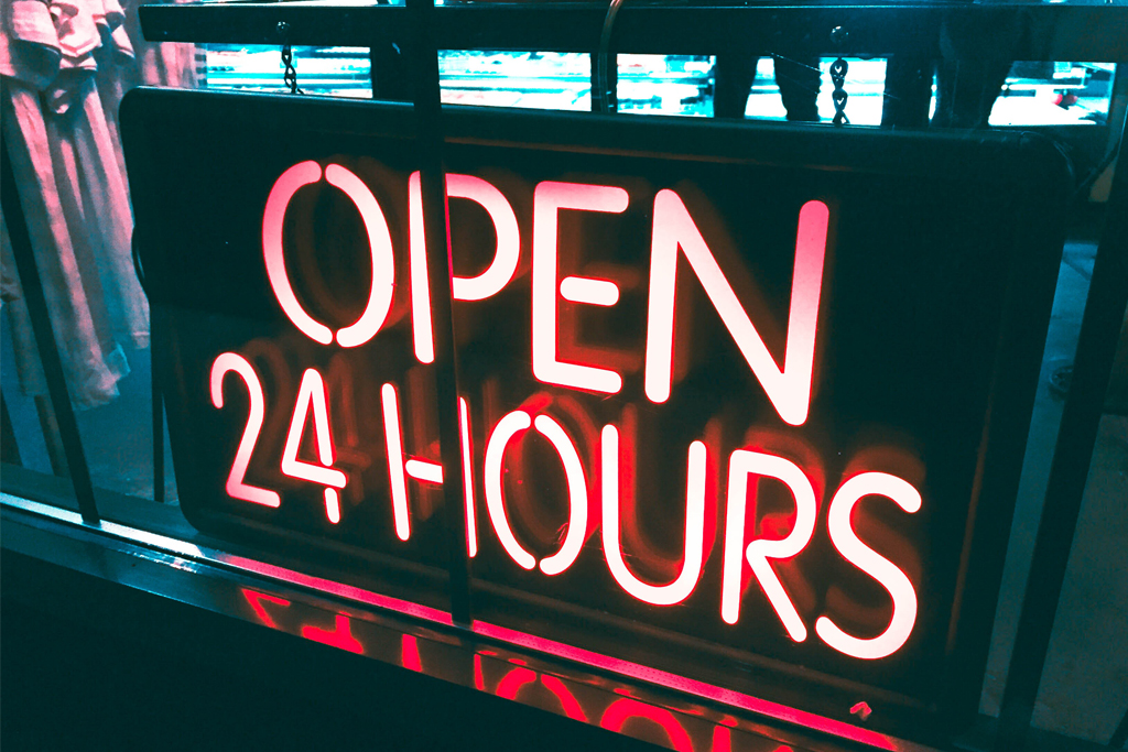 Schriftzug open 24 hours - Öffnungszeiten im Coworking Space Bonn